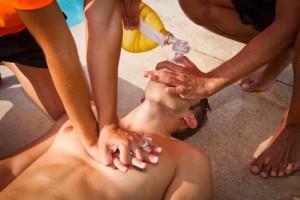 Massage cardiaque lors de la formation sst